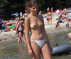 desi nri girl nude photo shoot outdoor showing her boobs and pussy