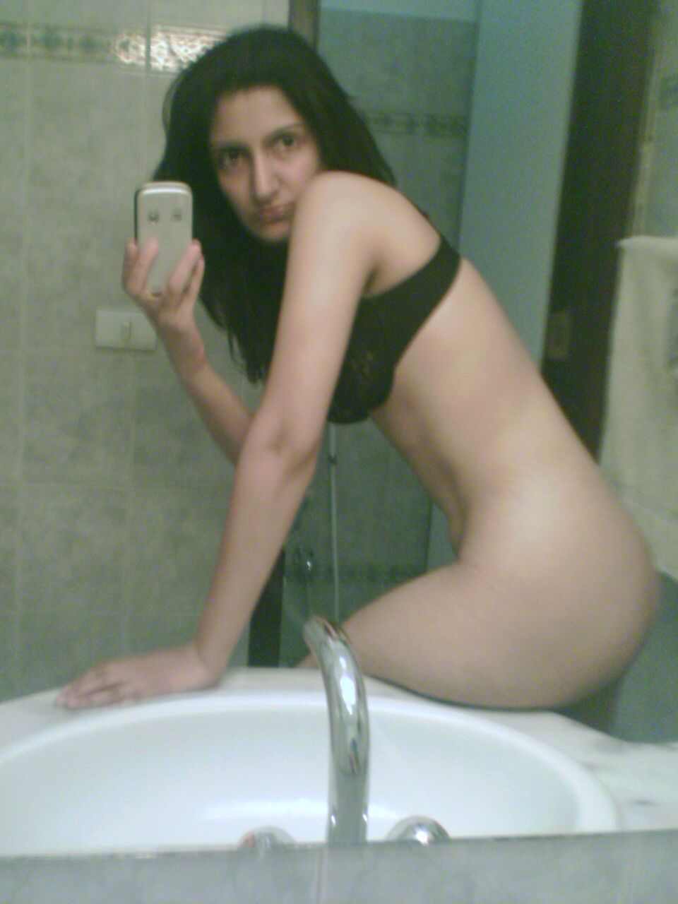 arial nude