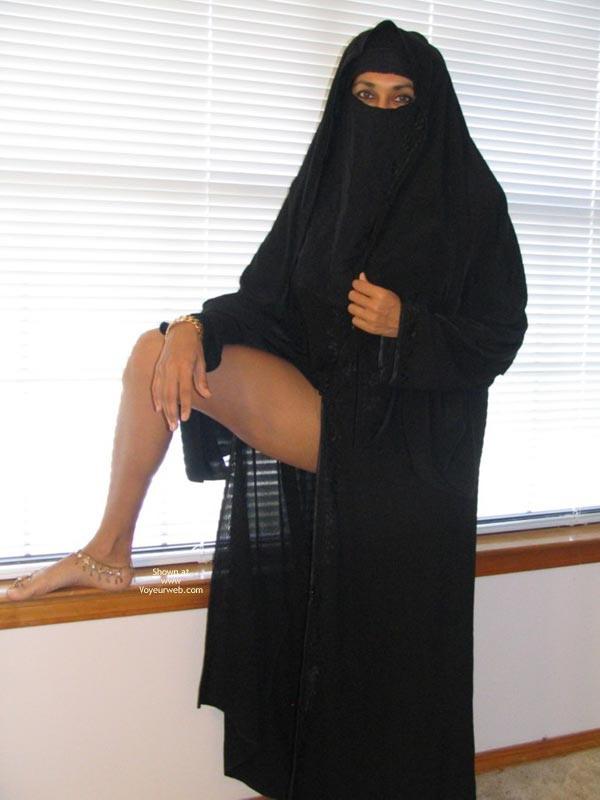 Порно фото мусульманок в хиджабах и чулках